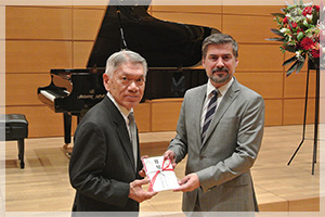 駐日ポーランド共和国大使館にSK-7を寄贈